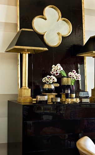 In the Entry, black lacquerand a nod to Gothic architecture (quatrefoil mirror)are amazing.