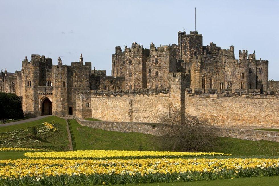 IMAGE SOURCE: Veranda  Photo via Alnwinck Castle