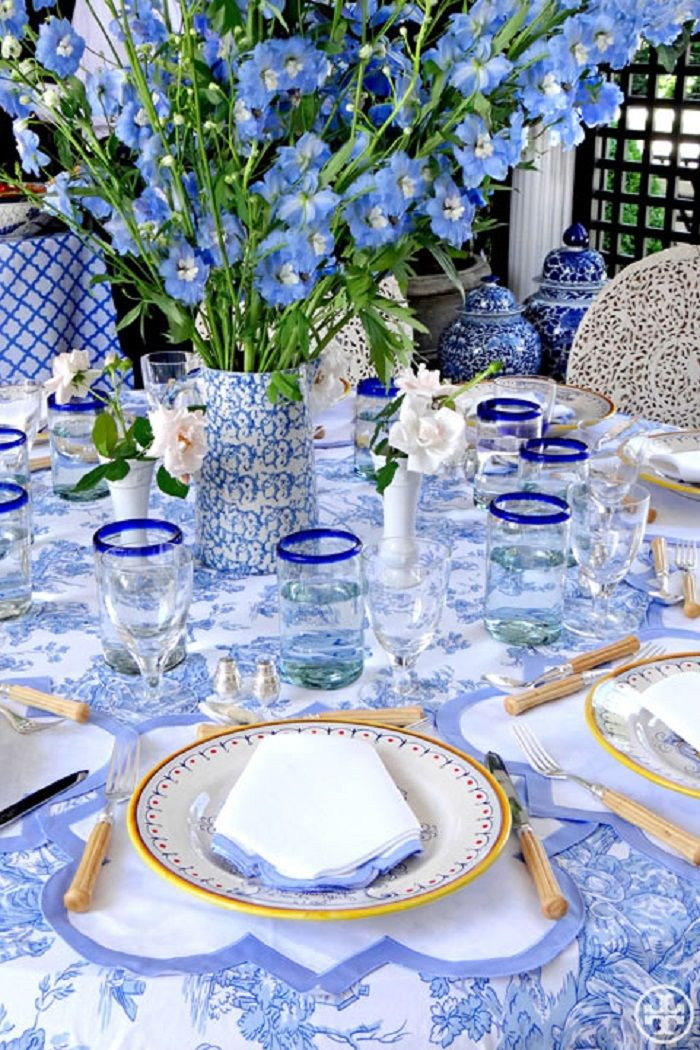 Image: Tory Burch  We love this explosion of blue in all its intensities in this gorgeous tablescape by Tory Burch.