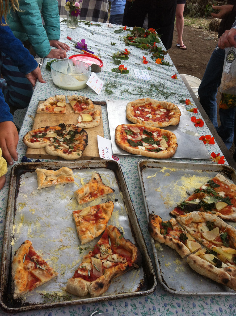 Kids making pizza(1000px).jpg