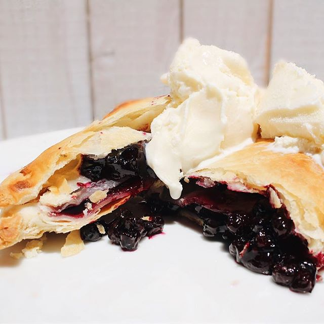 Did anyone say pie?! Yum! So excited @mamiespies is donating 25% of their proceeds to Slide Ranch! Just mention SLIDE when you check out! These delicious and natural babies are the perfect gift for friends, family and colleagues! Plus you'll be supporting a great local business while helping us plant kids in nature! 🌱 https://mamiespies.com/pages/slide-ranch #pie #mamiespies #slideranch