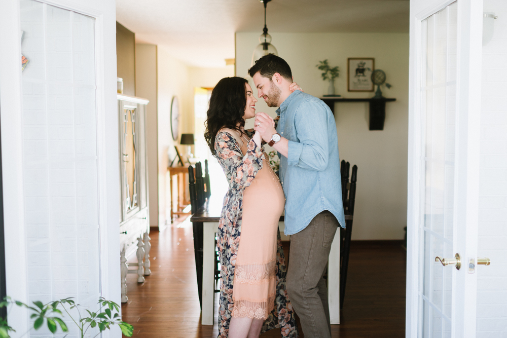 In-Home-Maternity-LaurenWPhotography-12.jpg