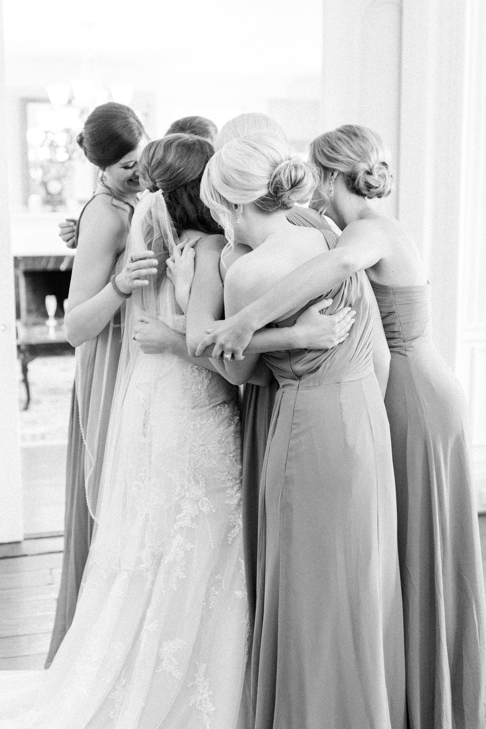 richwood-on-the-river bridemaids hug.jpg