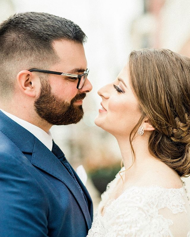 You know what I love even more than Anna + Ben's romantic winter wedding? Anna + Ben! They're so real and down to earth with the perfect amount of quirkiness. I'm so grateful for clients that value a great wedding but treasure marriage above all! ⠀⠀⠀⠀⠀⠀⠀⠀⠀ Location @hotelcovington Photography @laurenwsmith Dress @davidsbridal Makeup @_makeup_by_lindsay