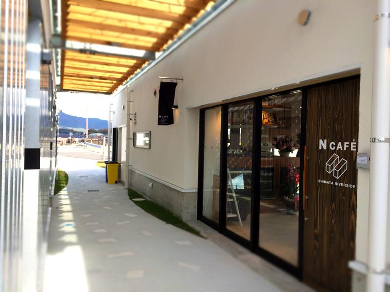 カーディーラー側とは別棟になっていて、独立型のカフェになっていますので、カフェ利用もしやすい雰囲気ですね。