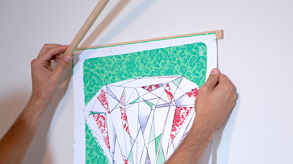 Simply align your artwork and drop one Stiick on top of the other, the magnets will automatically align the frame.