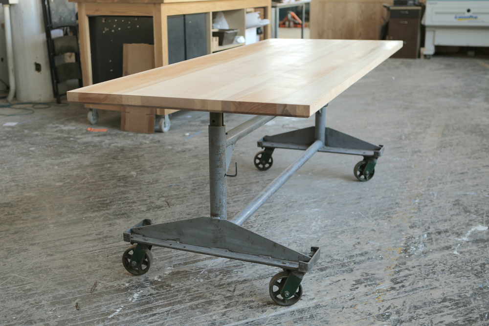 Adjustable standing height table
