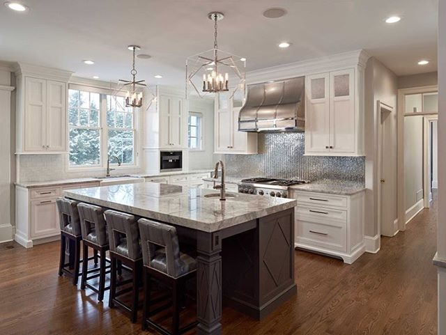 Such a G O R G E O U S kitchen. The mix of colors and materials couldn't be more perfect. collaboration with Distinctive Elements #philadelphiainteriordesign #whitekitchen #customkitchen #princetoninteriordesign #philadelphiaorchestra #kbis2019 #mainline