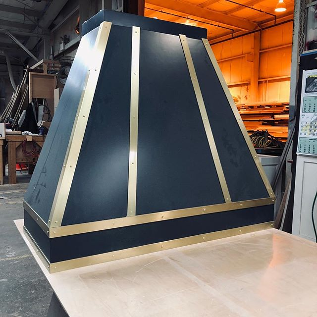 This hood is a dream😍! Ready to be shipped to a customer, this painted with bronze accents hood. #kitchenhood #philadelphiainteriordesign #mainline #customkitchen