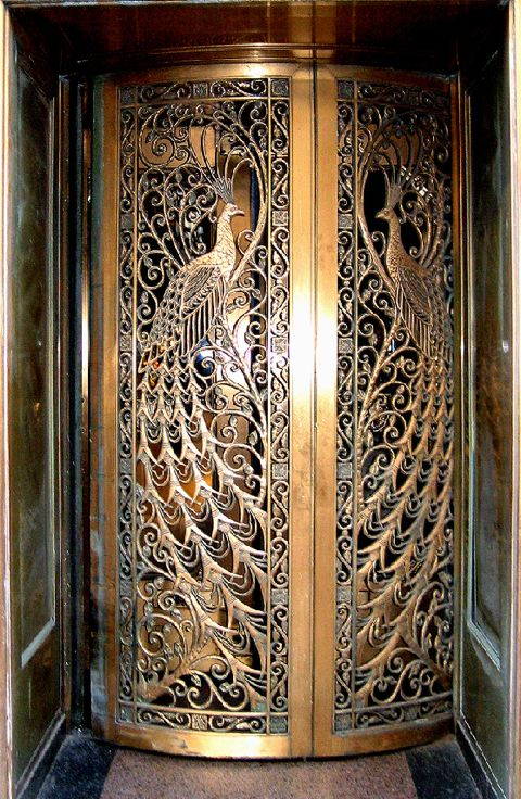 Jaw dropping Art Nouveau door to the former C.D. Peacock jewelry store on State Street at Monroe in Downtown Chicago, Illinois. Divine! ( Flickr )