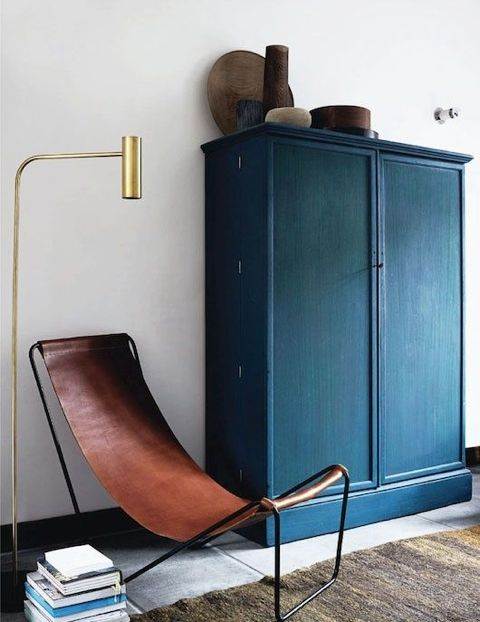 Two statement pieces I love! A sling chair and indigo armoire work hand in hand in this sophisticated living room space ( Tumblr ).