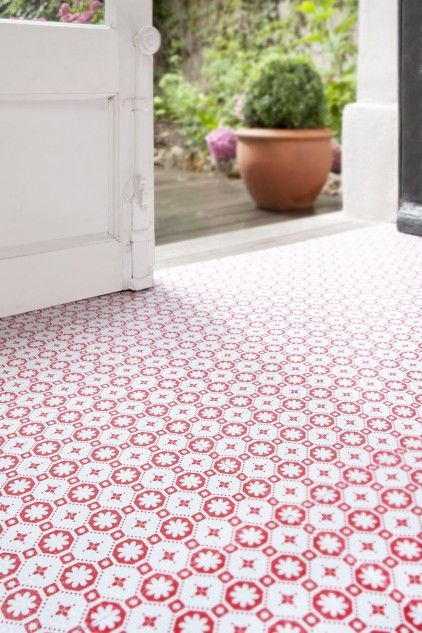 This red and white patterned flooring is so bright and cheery in this side entryway. An added bonus: it's easy to clean and durable! ( Roses des Vents for Zazous )