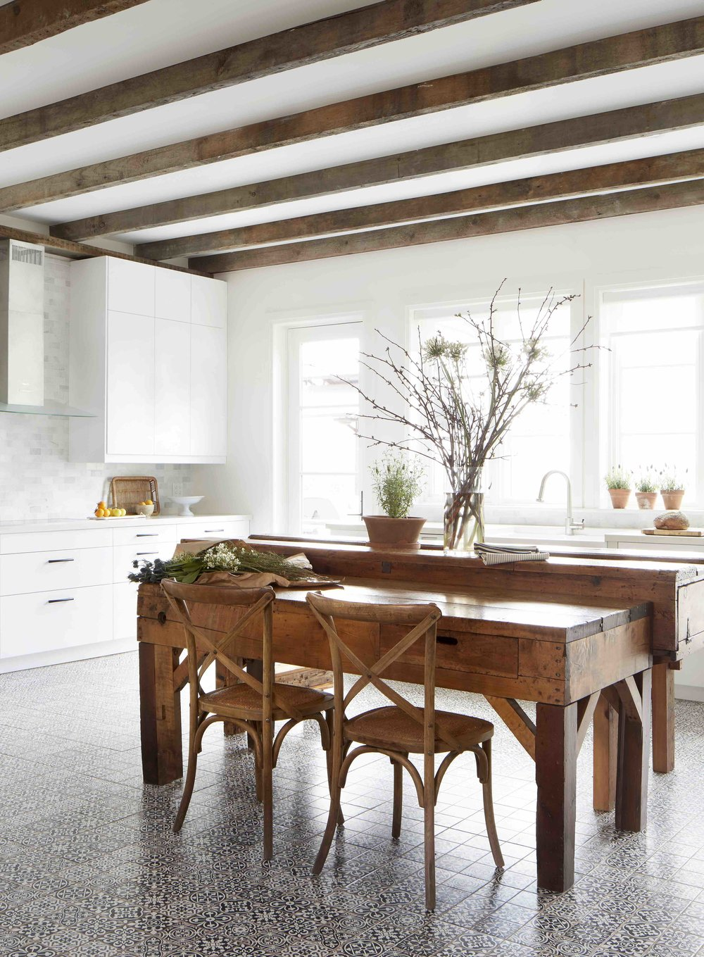 14. MiltonFarmHouse_Kitchen_Overall_Vertical_F1.jpg