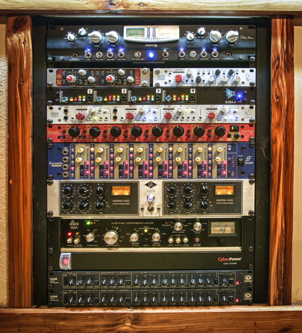 studio_gal_rack2.jpg