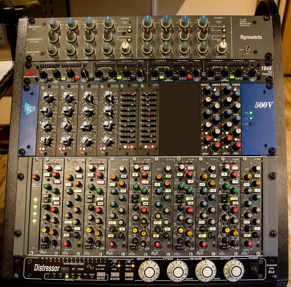 studio_gal_rack1.jpg
