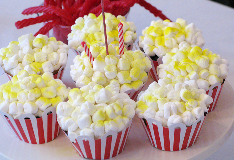 red-white-blue-circus-birthday-party-popcorn-cupcakes.jpg