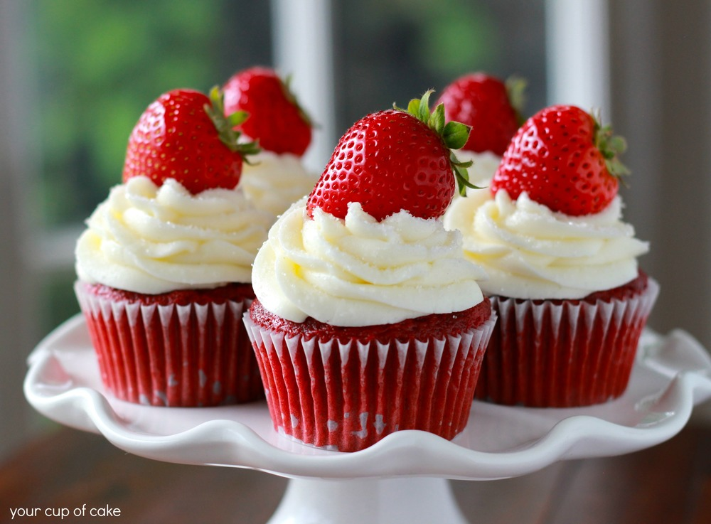 Strawberry-Red-Velvet-Cupcakes1.jpg