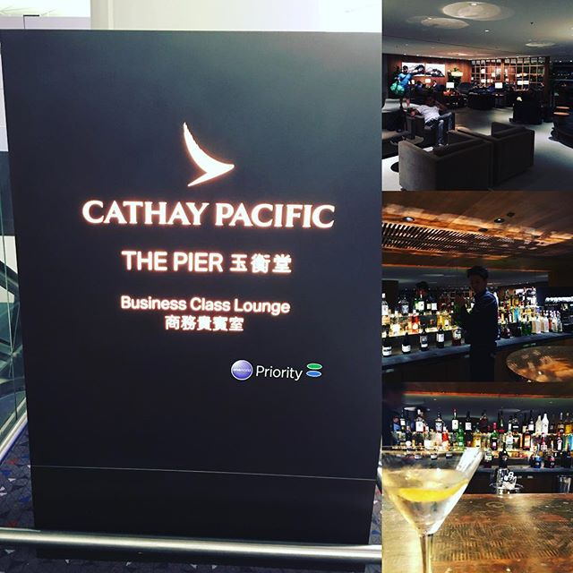 A drink (actually drinks...) before flight #cathaypacific #businesstrip #redeye #parisherewego