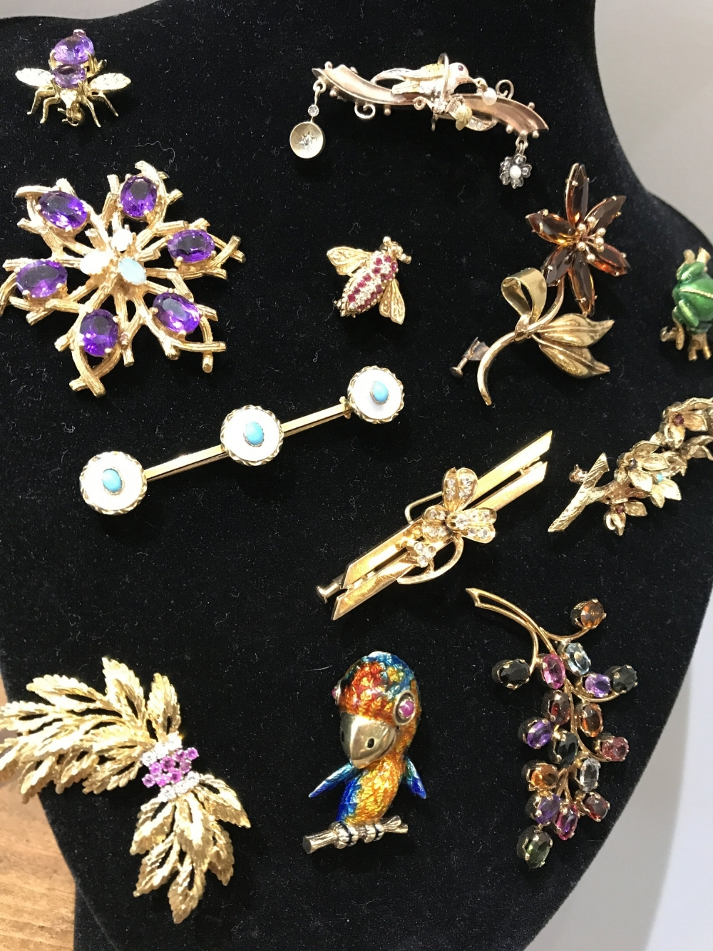 What\'s the difference between Antique, Vintage and Estate jewelry ...