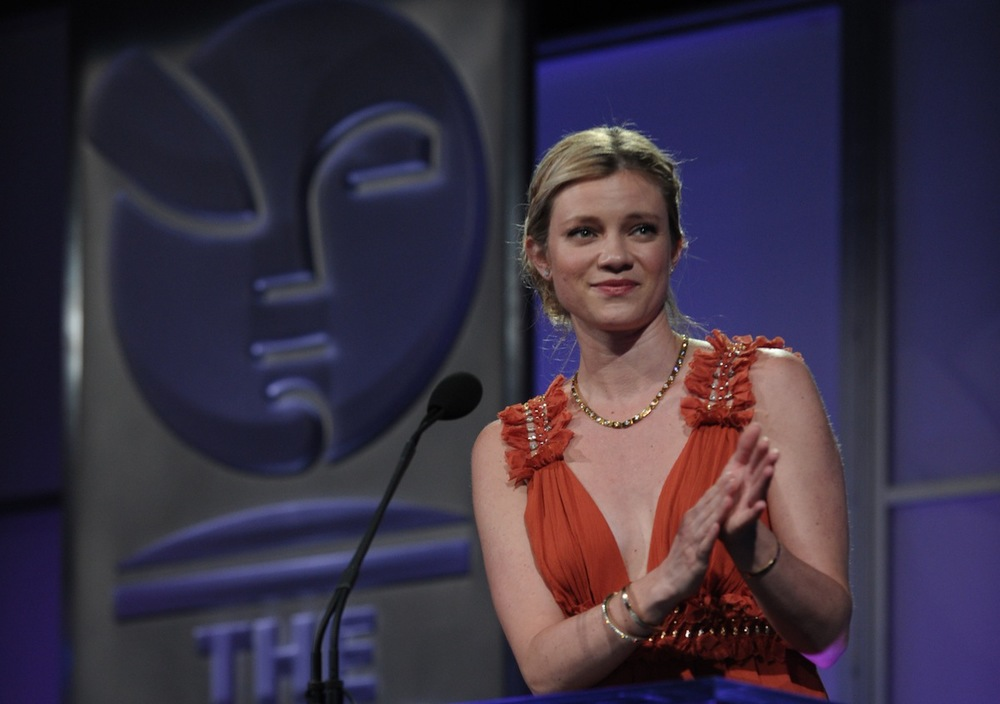 Presenter Amy Smart
