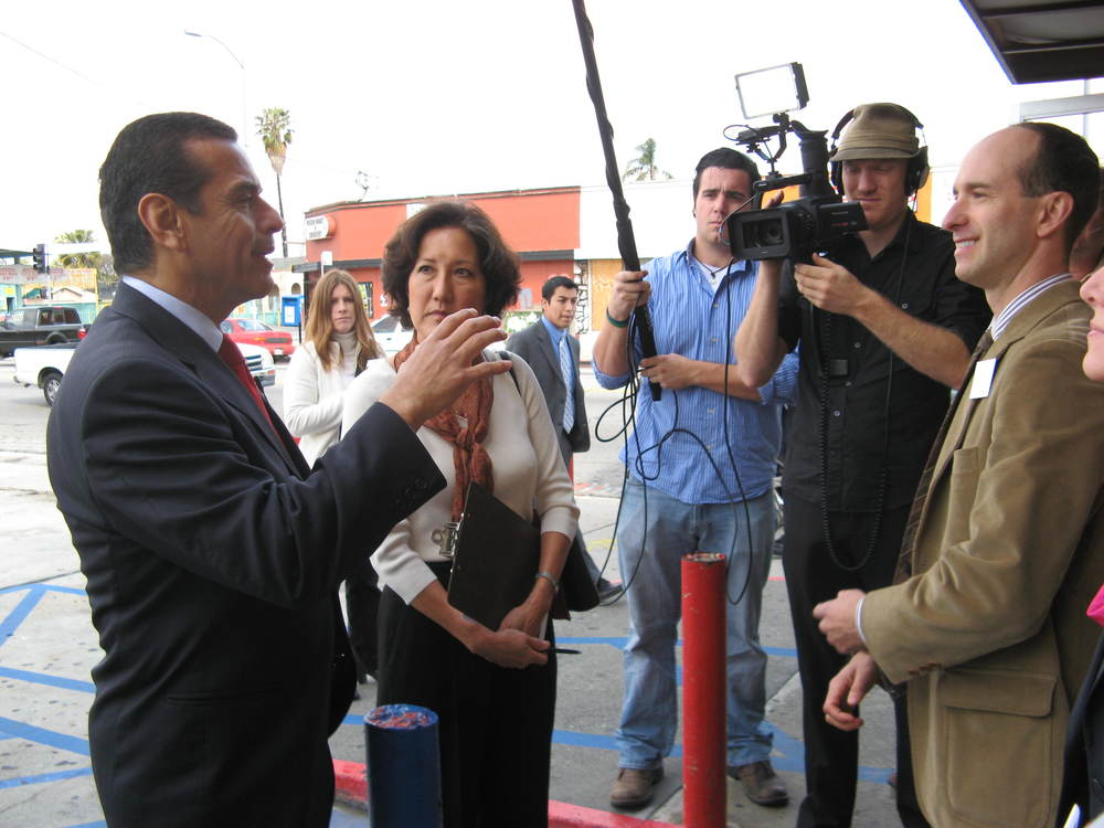 2012-Mar26 Villaraigosa at Mamas Chicken 03.JPG