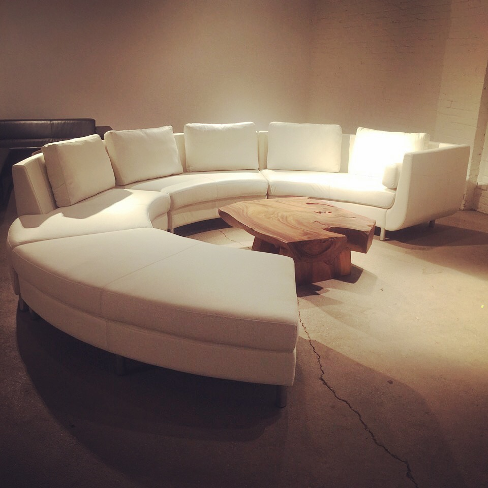cocoon 1 sectional in white leather. Circular sectional.