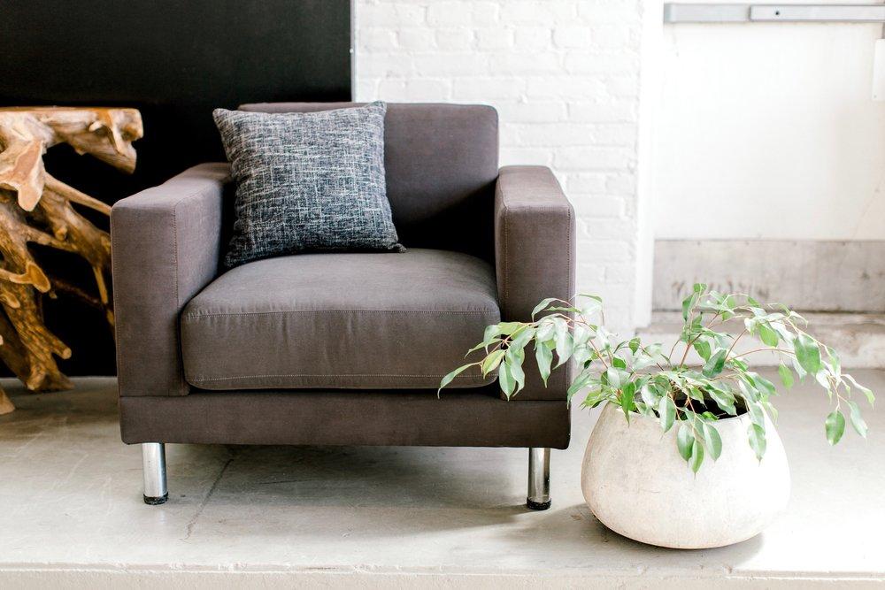 D2 chair in grey with chrome leg. Modern designer furniture.