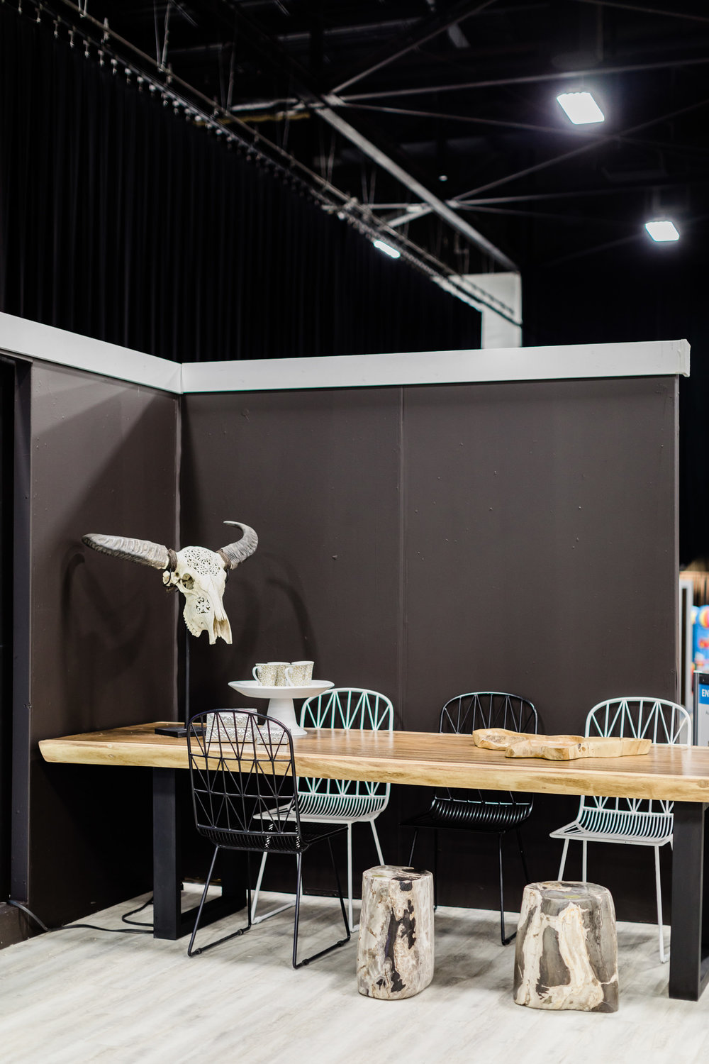 dining-table-winnipeg-home-and-garden-show-stage