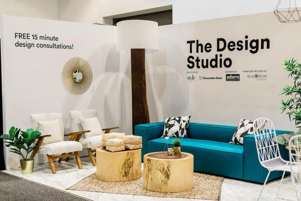 winnipeg-home-and-garden-show-design-studio-furniture-sofa-lamp-chairs