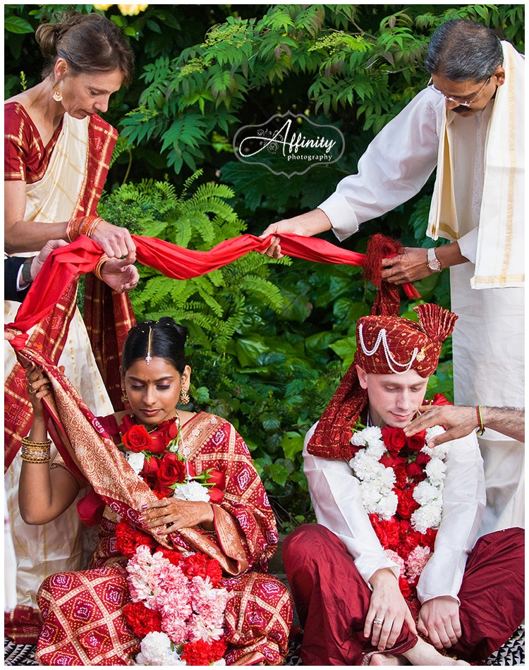 11-bride-groom-parents-indian-drape-cloth.jpg
