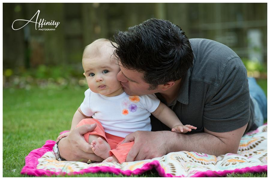 06-baby-blanket-father.jpg