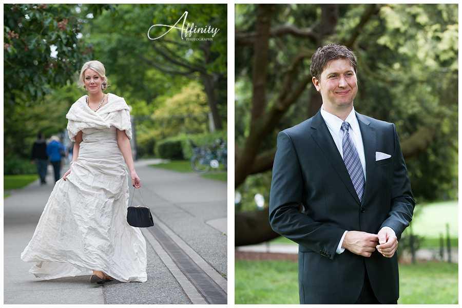 02-bride-walks-towards-waiting-groom-first-look.jpg