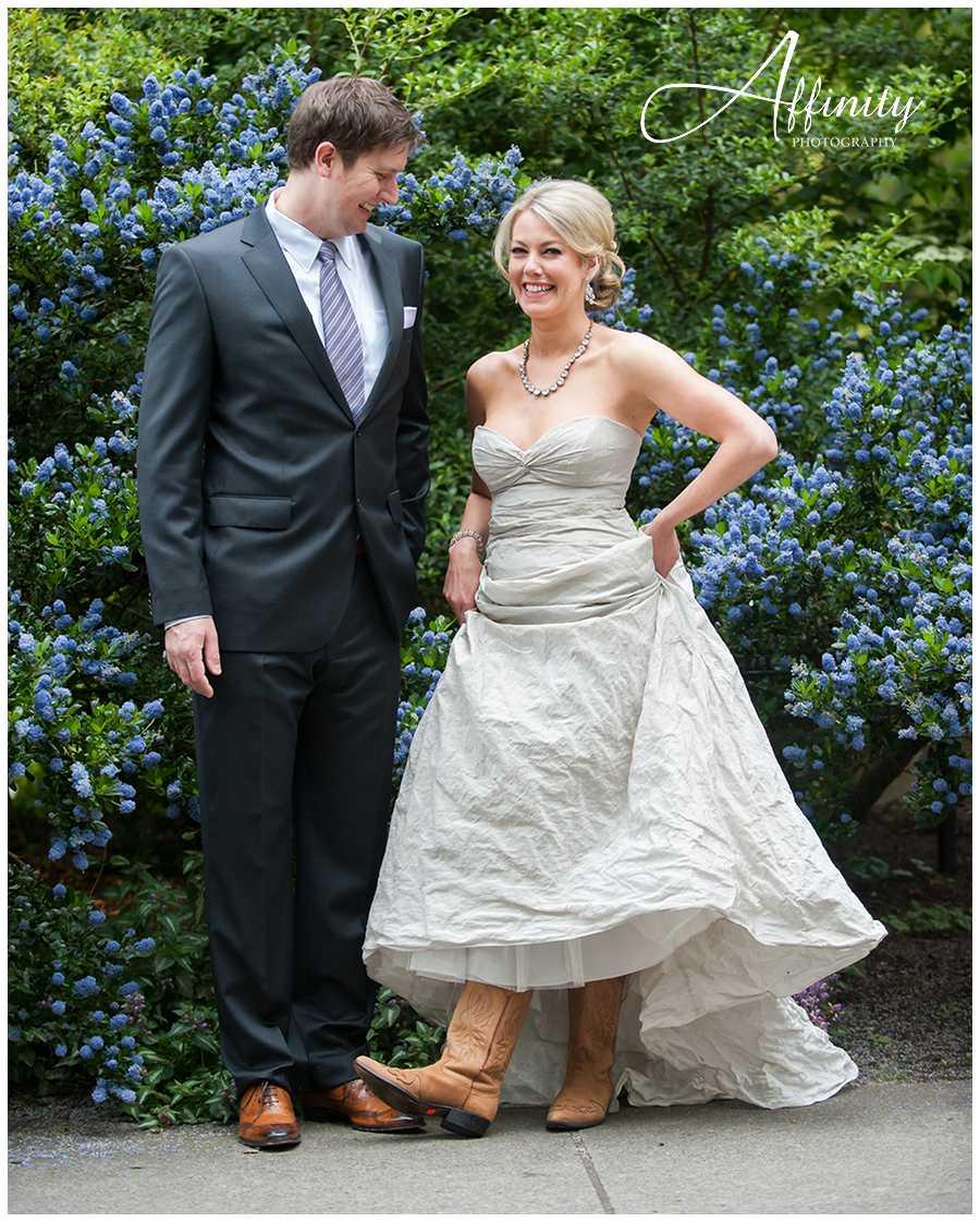 04-bride-cowboy-boots-blue-flowers.jpg