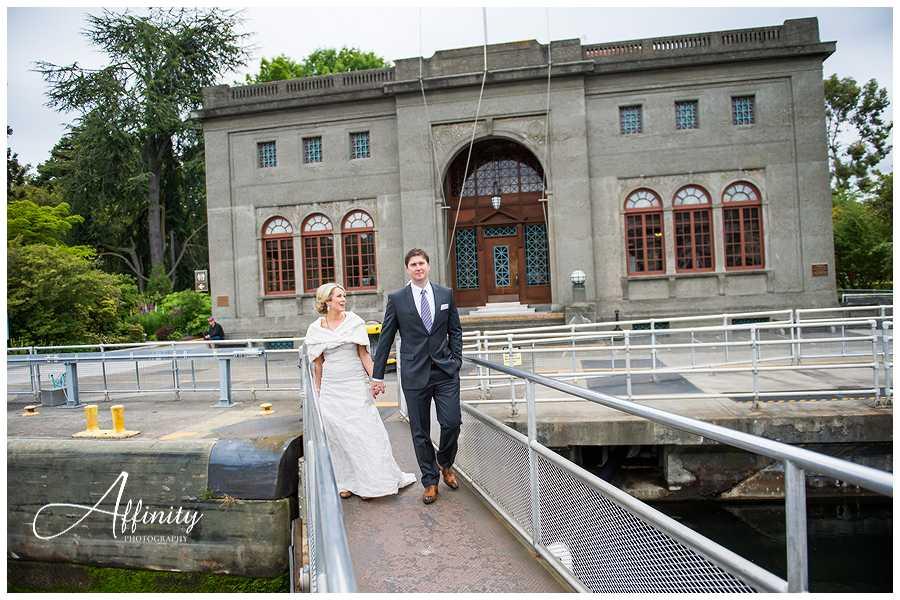05-bride-groom-walking-over-ballard-locks-gates.jpg