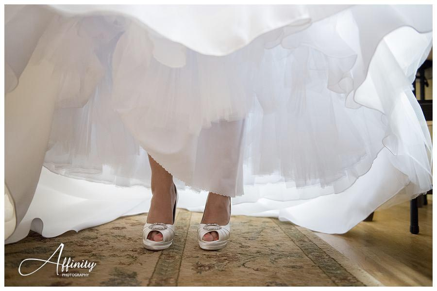 09-wedding-dress-shoes.jpg
