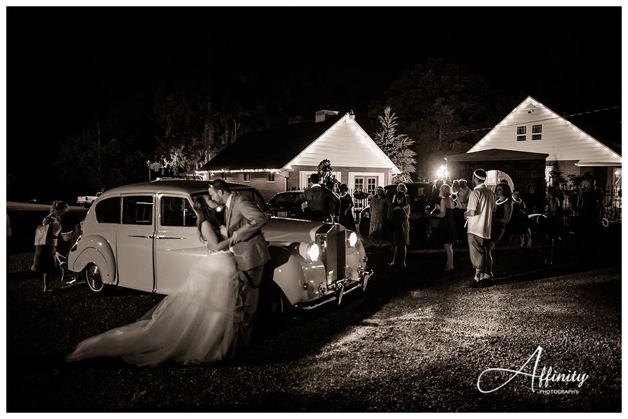 51-classic-car-bride-groom-depart.jpg