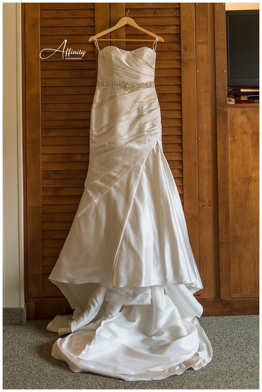 02-wedding-dress.jpg