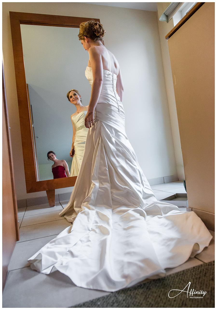 06-bride-in-wedding-dress-sister-mirror.jpg