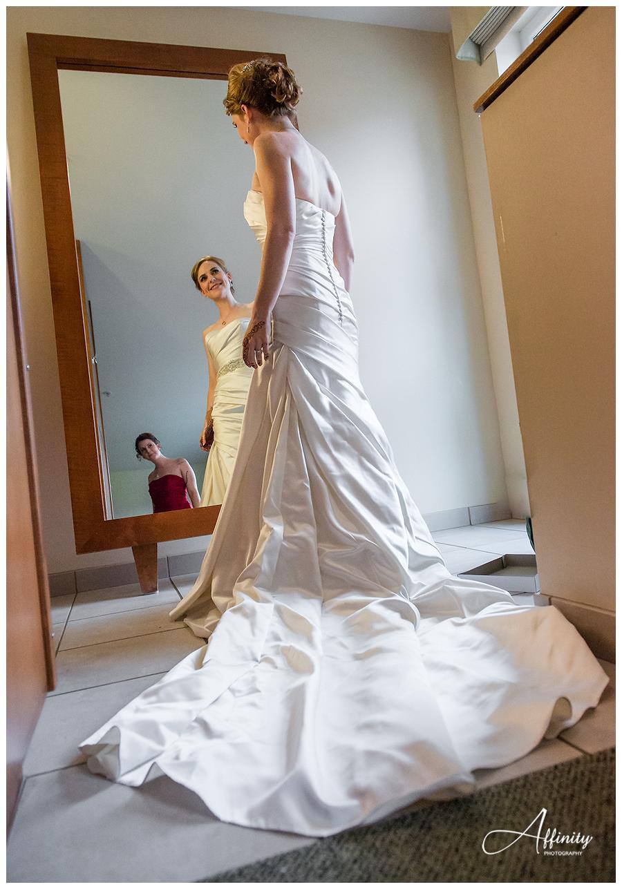 06-bride-in-wedding-dress-sister-mirror.jpg