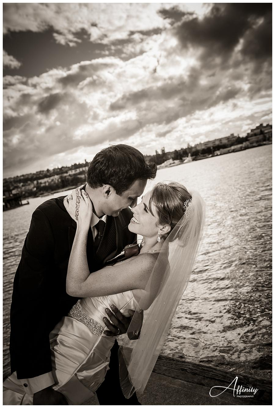 17-groom-dips-bride-lake-union-fairview-park.jpg