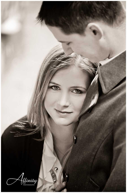 03-black-white-portrait-engagements.jpg