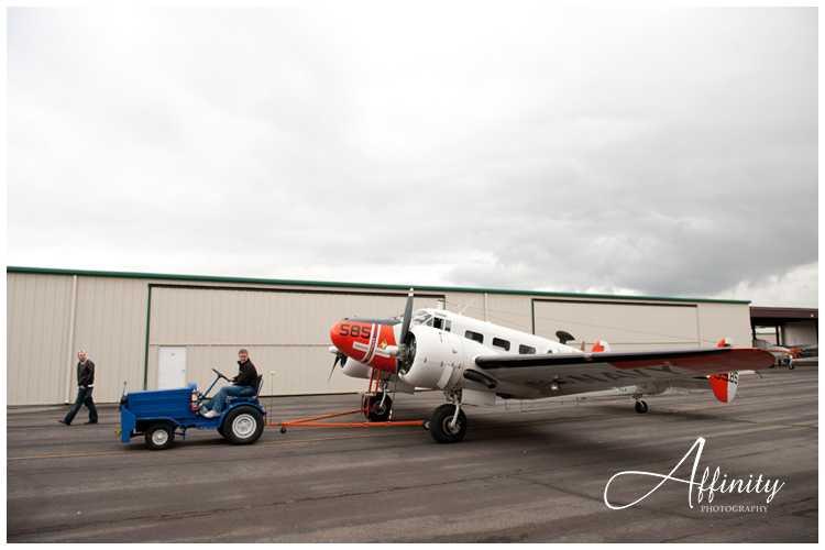 02-taxiing-classic-aircraft-hangar.jpg