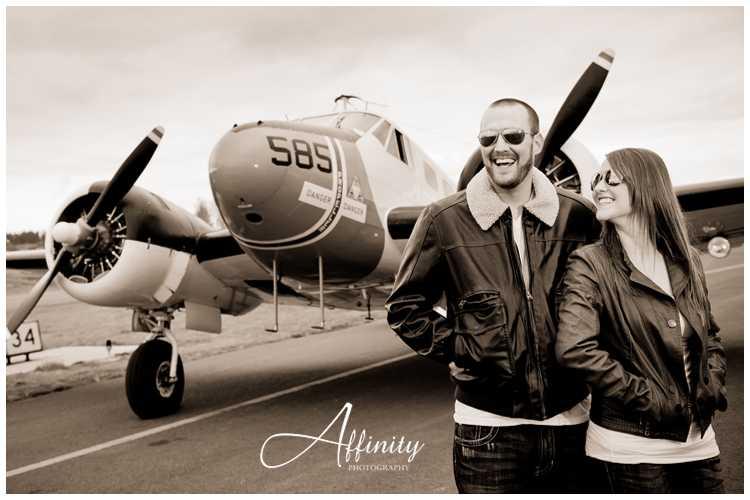 04-engaged-couple-vintage-aircraft-runway.jpg
