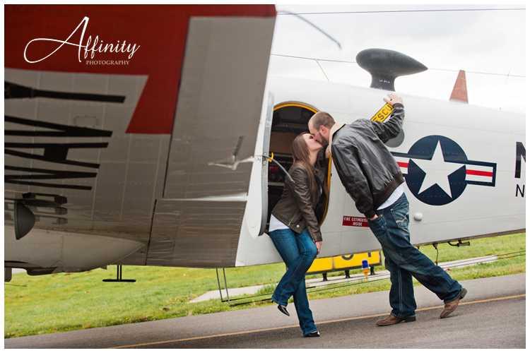 07-kissing-near-airplane-wing-runway.jpg