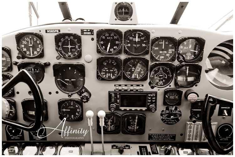 09-flight-deck-beech-airplane.jpg