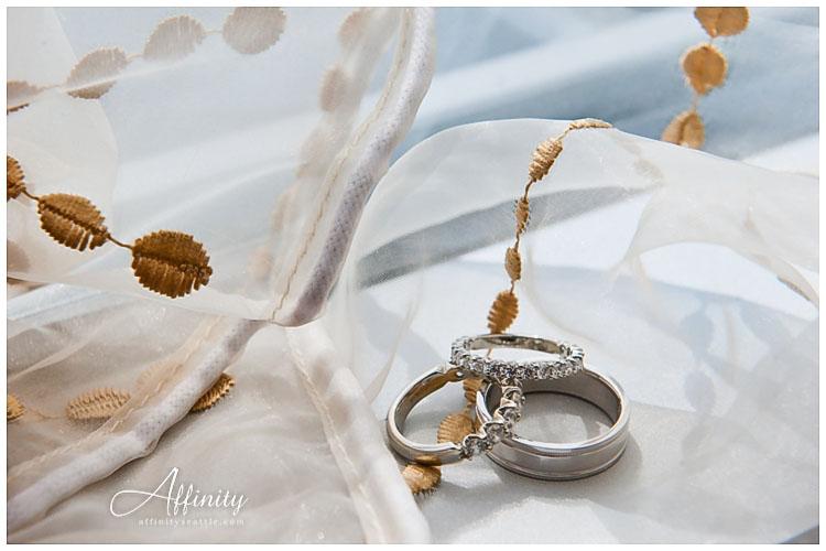 003-rings-bridal-veil.jpg