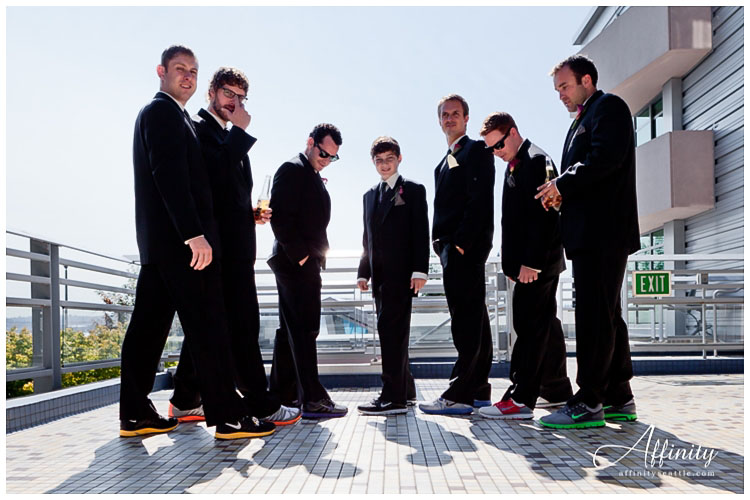 008-groomsmen-groom-new-shoes.jpg