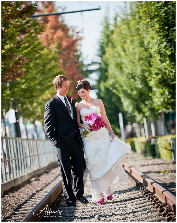 019-bride-groom-walk-tracks-bouquet-bluesky.jpg