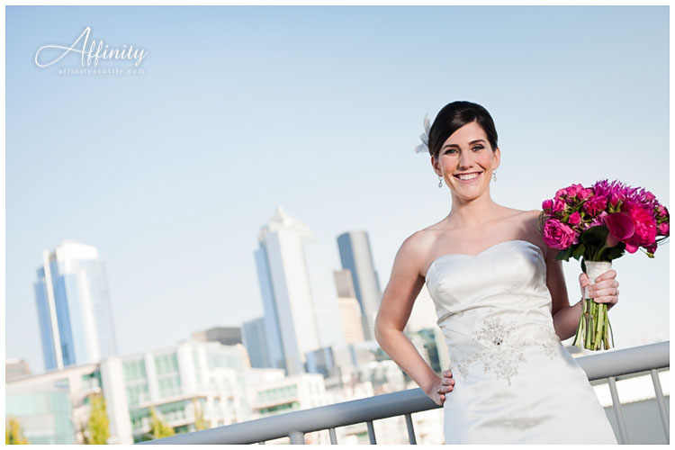 022-bride-seattle-bouquet-smile.jpg