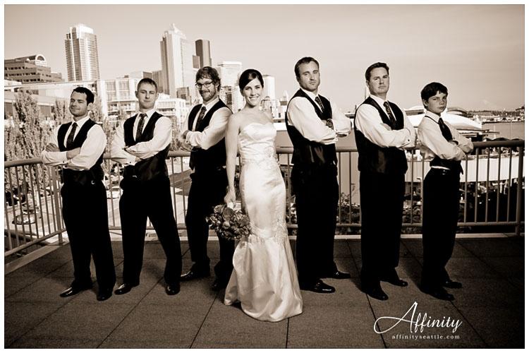 023-bride-all-groomsmen.jpg